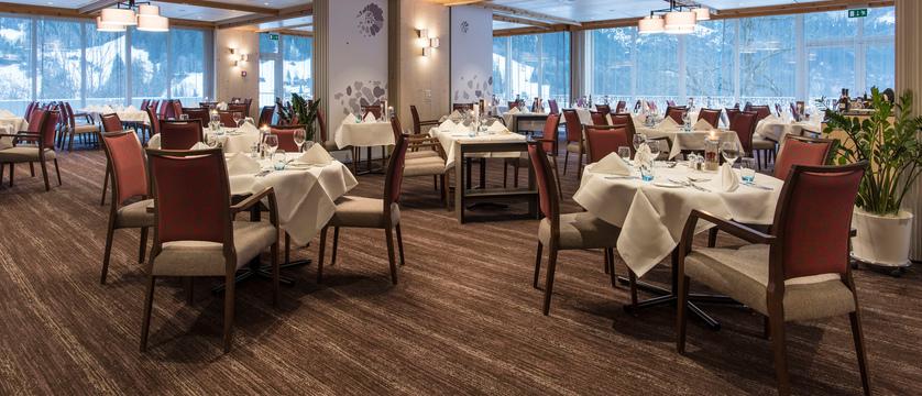 Switzerland_Grindelwald_Hotel_Sunstar_Alpine_Restaurant_Amibance.jpg